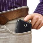 Cellulari in tasca e infertilità: è vero che causano danni?