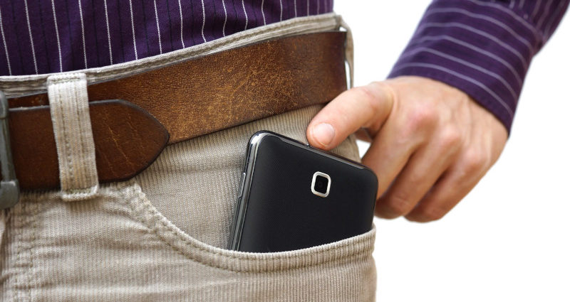 Cellulare in tasca e infertilità