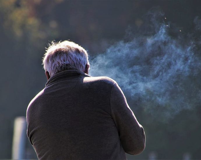 Fumo e solitudine