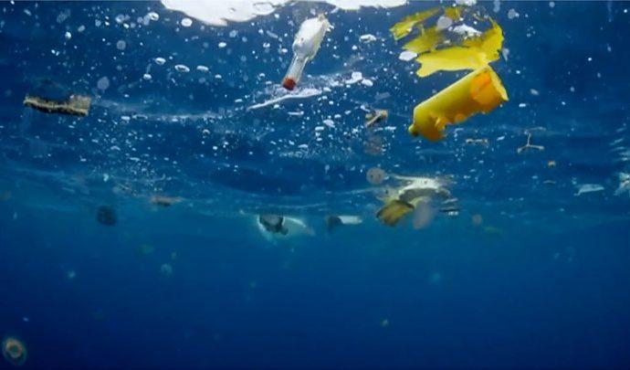 Plastica nell'Oceano Atlantico