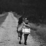 Traumi psicologici nei bambini fanno crescere più velocemente