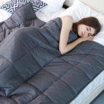 Rimedi naturali contro l'insonnia: le coperte ponderate